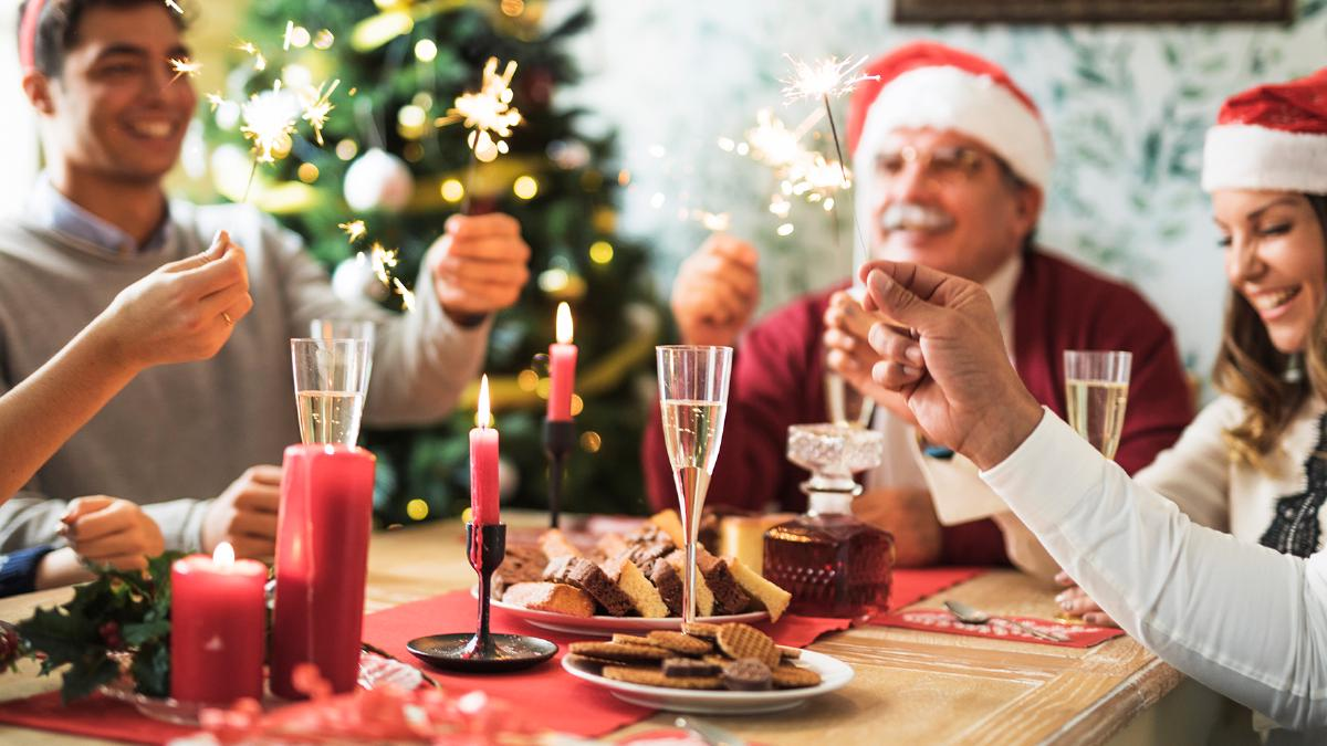 10 Best Christmas Drinking Games